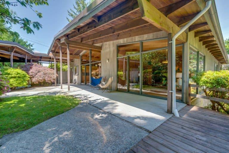 Just Sold: ARCHITECT DESIGNED NORTHWEST REGIONAL STYLE STUNNER